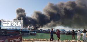عکس/ آتش سوزی سه فروند لنج در کنارک