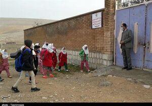 """دانش آموزان روستای """"جلو"""" در استان کرمانشاه دسترسی به شبکه «شاد» ندارند + فیلم"""