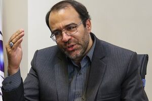انتقاد از رزم حسینی به دلیل عدم ترخیص کالاها در گمرک در کمیسیون اقتصادی مجلس - کراپشده