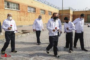 عکس/ آزادی تعدادی از زندانیان نیازمند ندامتگاه تهران