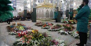 گلآرایی حرم حضرت زینب(س) توسط خادمان حرم رضوی+عکس