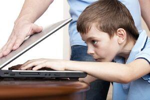 چقدر مراقب زیست مجازی فرزندتان هستید؟ +کاریکاتور