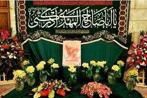 تصاویری از سردار سلیمانی در حرم گلآرایی شده حضرت زینب (س)