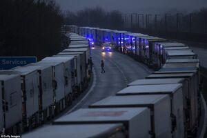 ازدحام کامیونهای حمل بار در بنادر انگلیس
