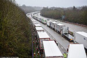 عکس/ ازدحام کامیونها در بنادر انگلیس