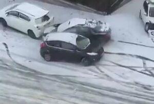 سر خوردن ماشینها روی زمین لغزنده
