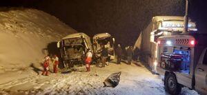 عکس/ تصادف دو دستگاه اتوبوس با تریلی
