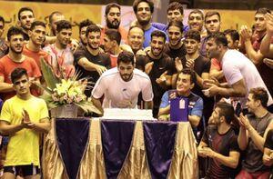 برگزاری جشن تولد حسن یزدانی در اردوی تیم ملی