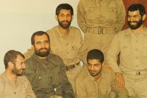تصویر ۳۴ سال قبل حاجقاسم در جلسه سرنوشتساز جنگ