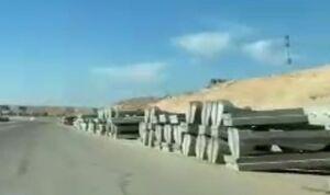 فیلم/ انتقال دیوارههای بتنی به پایگاه عینالاسد توسط ارتش آمریکا