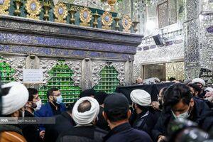 عکس/ طواف پیکر آیت الله مصباح یزدی در حرم سیدالکریم