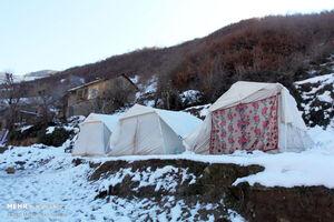 چادر نشینی زلزله زدگان رامیان در برف زمستان