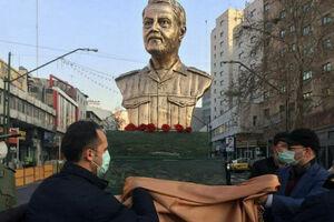 عکس/ رونمایی از سردیس سردار سلیمانی در میدان ولیعصر(عج)