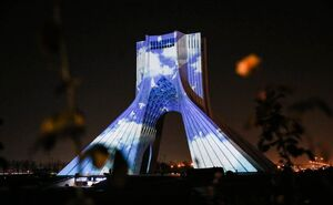 فیلم/نقش بستن پیروزی انقلاب اسلامی روی برج آزادی