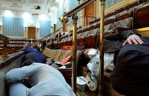 عکس/ پناه گرفتن نمایندگان آمریکا در کنگره