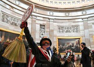 تصویری جالب از یورش معترضان به کنگره