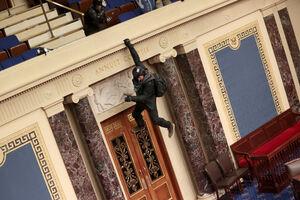 مقایسه غارت عراق و اتفاقات کنگره +عکس