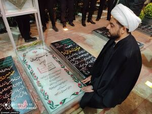 حضور شیخ قیس خزعلی دبیرکل عصائب اهل حق بر سر مزار شهید سپهبد سلیمانی