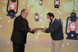 اعلام برگزیدگان بخش مسابقه «داستانی»/تندیس شهید سیاح به مادر شهید زینالدین اهدا شد