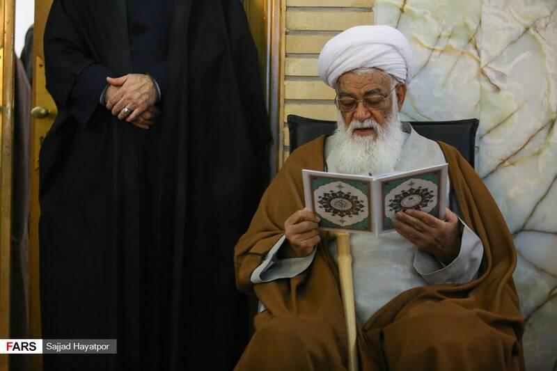 پدر شهید لطفی نیاسر در گرامیداشت هفتمین روز ارتحال آیت الله مصباح یزدی در حرم حضرت معصومه (س)