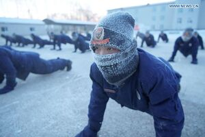 عکس/ تمرینات سخت آتشنشانان چینی در سرما