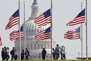 نیمه افراشته شدن پرچم آمریکا