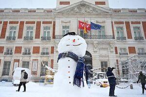 زور کرونا به برف مادرید نرسید +عکس