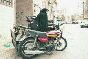 بانوی معلول مشهدی صاحب موتور جدید شد +عکس