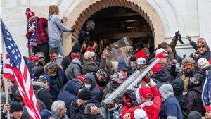 شومر: حمله کنندگان به کنگره باید از سفر کردن ممنوع شوند