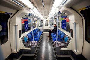 عکس/ سکوت در مترو انگلیس