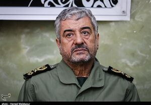 سرلشکر جعفری: آقای روحانی به جای رفع تحریم به حفظ برجام فکر می کند