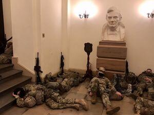 حتی مجلس مشروطه ایران هم این صحنه را تجربه نکرده بود! +عکس