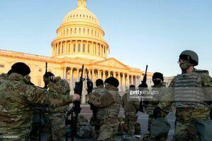 عکس/ توزیع سلاح به سربازان گارد ملی آمریکا