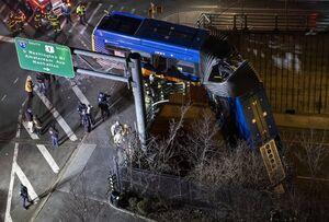 عکس/ تصادف اتوبوس در نیویورک آمریکا