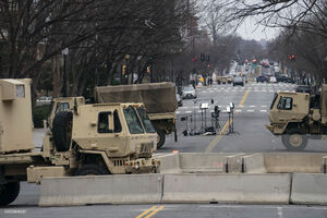عکس/ کاخ سفید در حصار خودروهای زرهی
