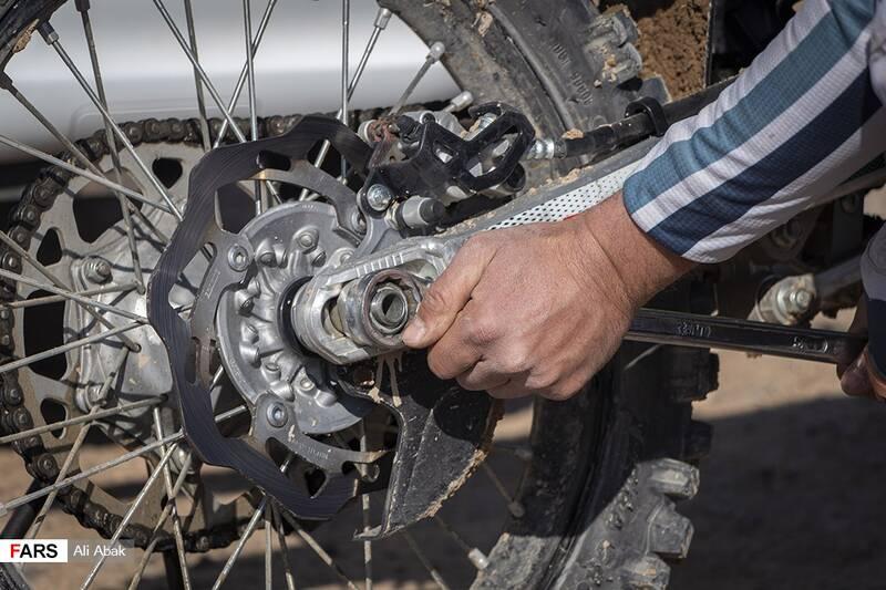 آمادهسازی موتورسیکلتها برای حضور در رقابتهای پیست موتورکراس سرخه