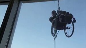 فیلم/ صعود به آسمان خراش با ویلچر
