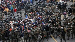 عکس/ درگیری مهاجران با سربازان گواتمالایی