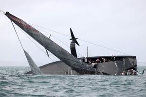 عکس/ واژگونی قایق در مسابقات