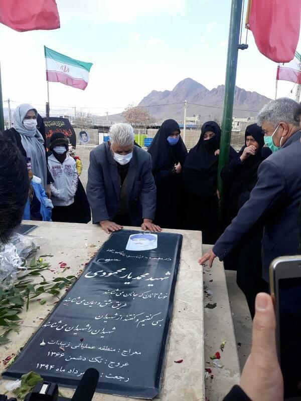پایان فراغ ۳۳ ساله خانواده شهید یارمحمودی با حضور بر سر مزار