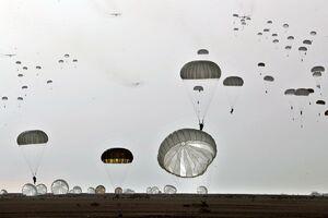 عکس/ عملیات هوابرد تیپ ۵۵ هوابرد نیروی زمینی ارتش
