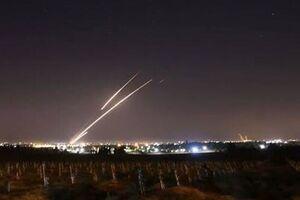 فیلم/ لحظه حمله موشکی از غزه به صهیونیستها