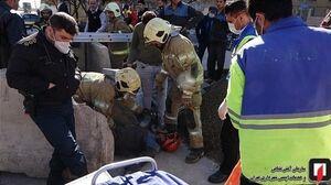 عکس/ سقوط کارگر به گودال ۷ متری