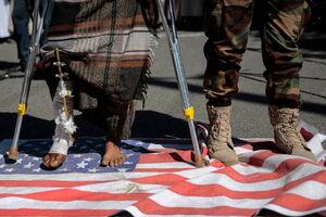 عکس/ تظاهرات مردم یمن مقابل سفارت آمریکا در صنعاء