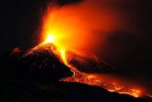 عکس/ فوران شبانه آتشفشان آتنا