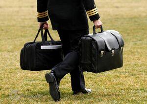 حمل کیف حامل کدهای هستهای برای تحویل به بایدن