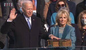 جو بایدن بعنوان چهل و ششمین رئیس جمهور ایالات متحده آمریکا سوگند یاد کرد و وارد کاخ سفید شد