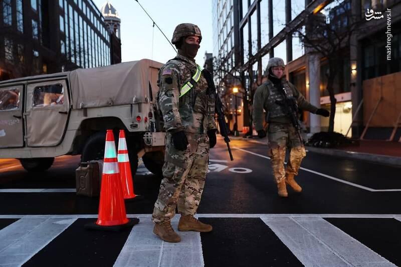 ایست بازرسی در واشنگتن، در آستانه مراسم تحلیف جو بایدن تمام خیابان های آمریکا فضای امنیتی به خود گرفته است.