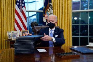 عکس/ بایدن در اتاق ریاست جمهوری آمریکا