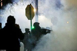 پرتاب اولین گاز اشک آور بایدن سمت مردم